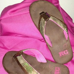 35e10ff0ef0 Realtree Girl Shoes -    NIB   Realtree Girl memory foam flip flops